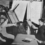 """Fig. 11 –Sollevamento ottenuto col medium Carancini, in """"The Annals of Psychical Sciences"""", giugno 1909 (tratta da: Cesare Lombroso, """"Ricerche sui fenomeni ipnotici e spiritici"""", Utet, Torino 1909, p. 53; Biblioteca comunale teresiana, Mantova)"""
