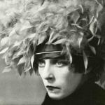 Fig. 7 – Curtis Moffat, «Nancy Cunard», fotografia, tardi anni Venti (Victoria and Albert Museum, London)