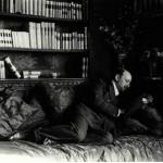 Fig. 9 – Mario Nunes Vais, «Gabriele D'Annunzio nella torre Colombaia alla Capponcina», fotografia, s.d. (Istituto centrale per il catalogo e la documentazione, Roma)