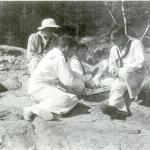 Fig. 17. Fred Holland Day, «Boys in sailor suits», elaborazione digitale da pellicola originale b/n, 1911 circa (Library of Congress, Washington D.C.)