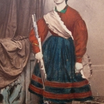 Fig. 05. Carte-de-visite di una volontaria garibaldina, Gallizioli e Fiori, Brescia 1866, (Museo del Risorgimento Luigi Musini, Fidenza)